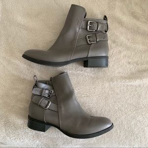 Old Navy Grey Boots Size 8
